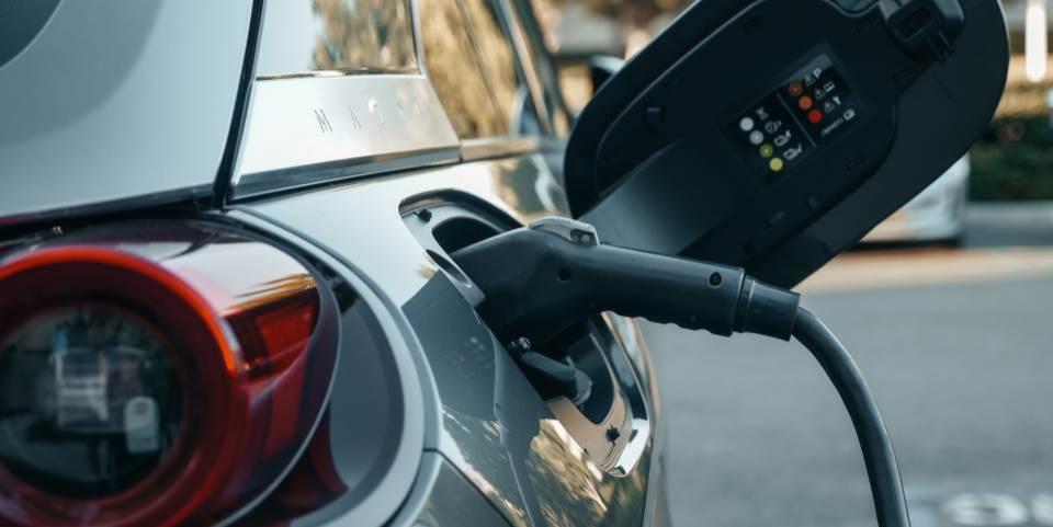 Creix el nombre de vehicles híbrids i elèctrics a Andorra